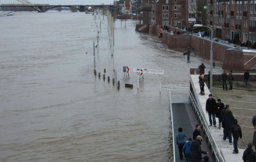 Flood exposure in the Netherlands during the 20th and 21st century