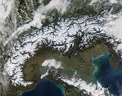 Snow variability in the Swiss Alps 1864–2009