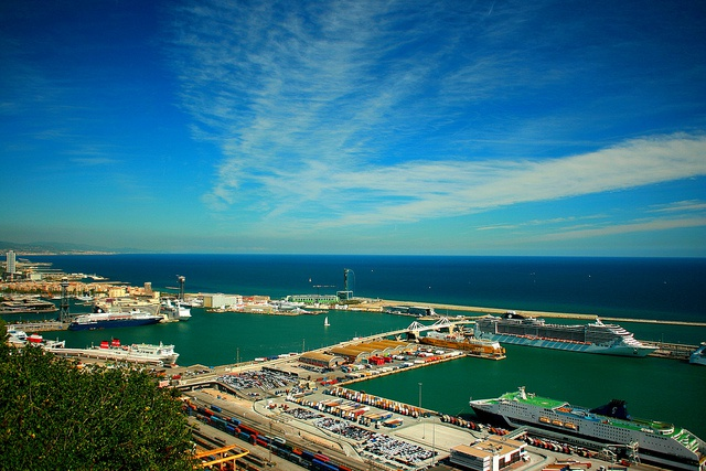 Waves overtopping breakwaters increase Catalan ports' vulnerability to sea level rise