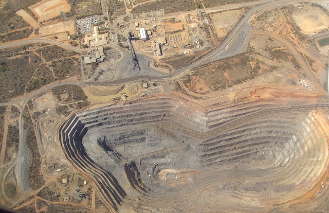 Exposure of global metal mining industry to climate change