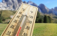 Mitigating global warming can reduce strong increase record-breaking summer temperatures by 50%