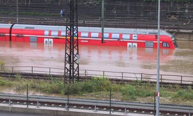 What changes flood risk in Europe? Reflections from a reinsurance perspective
