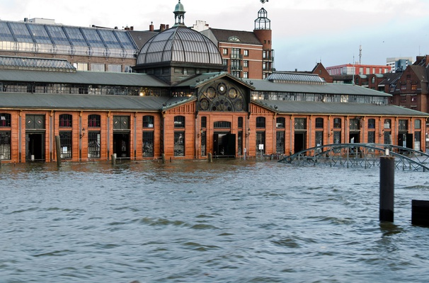 Compound flooding in northwestern Europe: river and coastal floods are sometimes linked